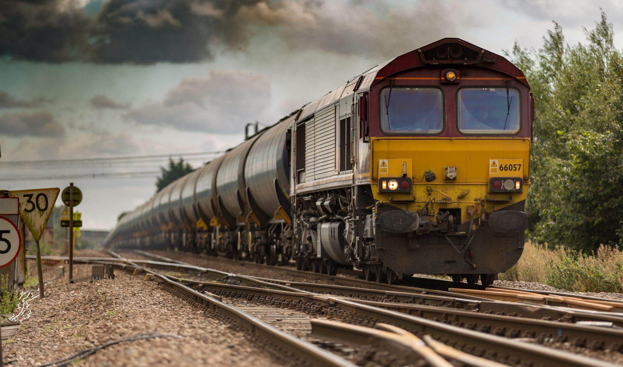 時系列で見る鉄道貨物輸送量の推移と歴史 - 物流手帖